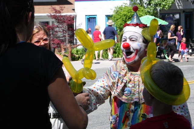 clowns in parades